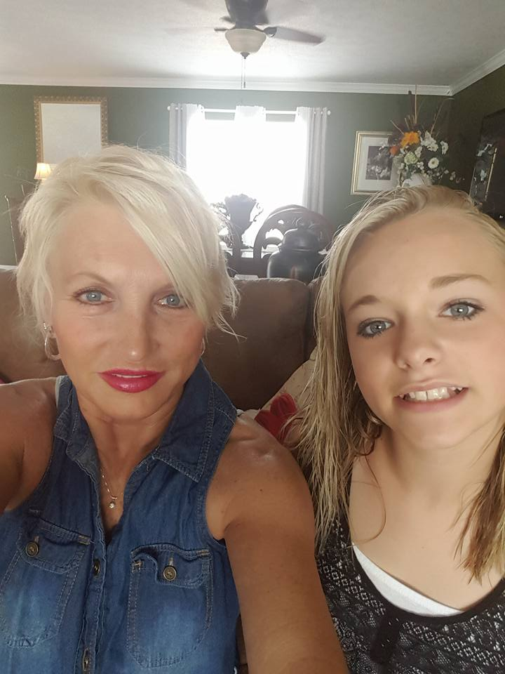 Zoe LaVerne with her mother Debbe Pemberton in 2016